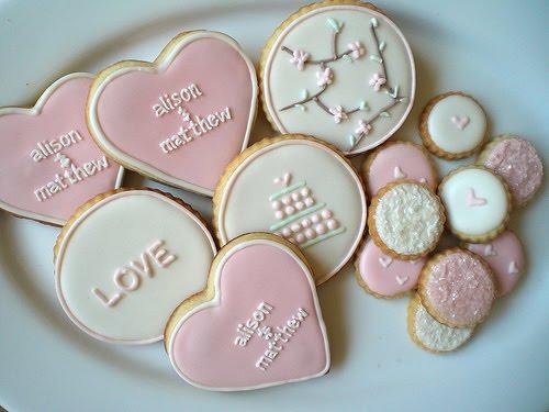 Biscoitos Decorados românticos no formato de coração rosa com frase