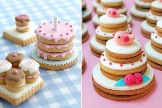 Biscoitos Decorados românticos no formato de bolo com passarinho no topo