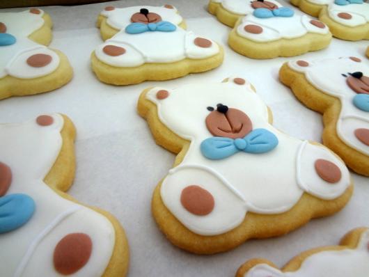 Biscoitos Decorados infantil ursinho branco com gravata azul