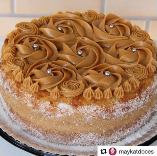 bolo decorado com doce de leite