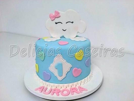 Bolo Chuva de Amor decorado com nuvem e idade do aniversariante