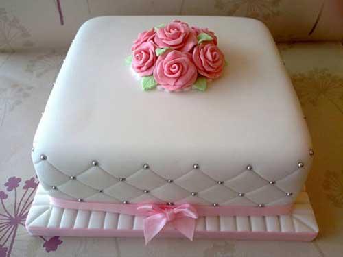 Como Fazer Bolo de Aniversário decorado com pasta americana e buque de rosas no topo