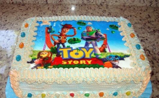 Como Fazer Bolo de Aniversário decorado com chantilly e papel de arroz Toy Storie