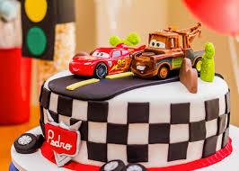 Como Fazer Bolo de Aniversário decorado com topo de bolo dos carros