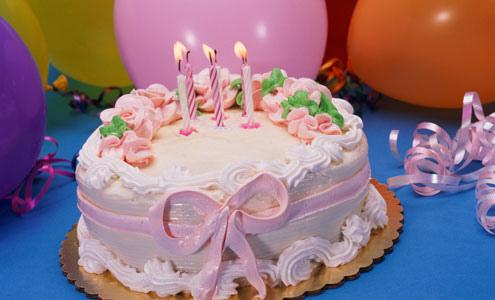 Como Fazer Bolo de Aniversário decorado com laço rosa de pasta americana e chantilly