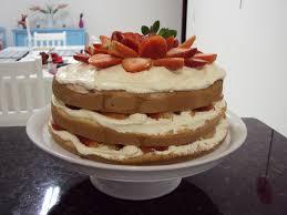 Como Fazer Bolo de Aniversário decorado com buttercream e morangos