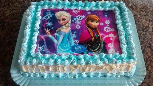 Como Fazer Bolo de Aniversário decorado com papel de arroz da Frozen  e chanttily
