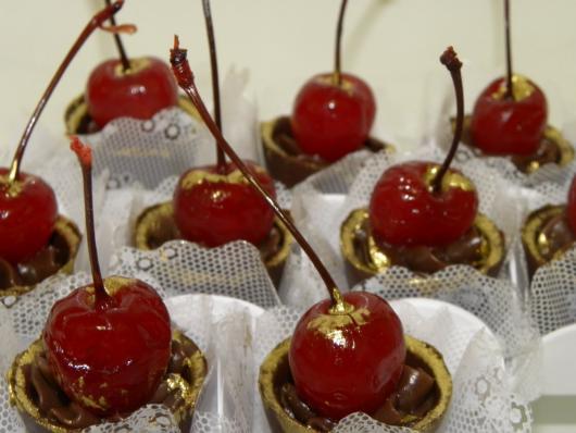 Copinho de Chocolate com cereja mousse de chocolate