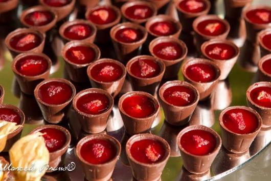 Copinho de Chocolate com morango em calda