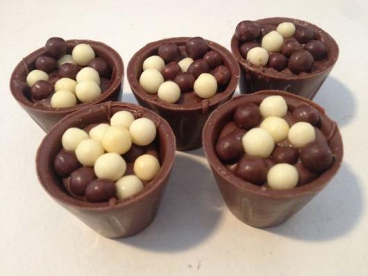 Copinho de Chocolate com mousse de chocolate e chocoball