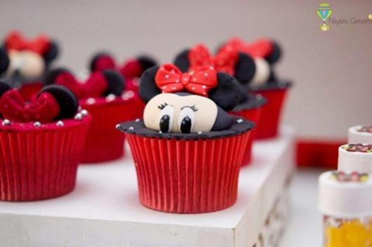 cupcake de pasta americana Minnie vermelha