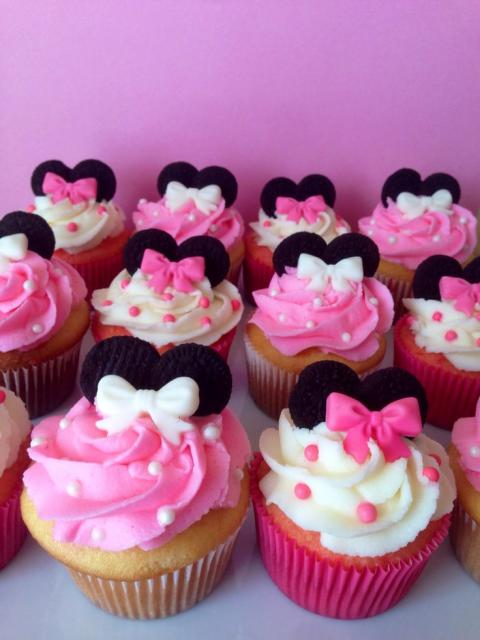 cupcake rosa e branco