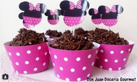 cupcake de chocolate Minnie rosa