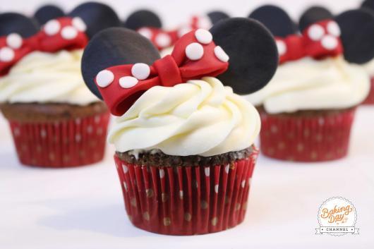 cupcake chantilly Minnie vermelha