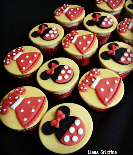 cupcake amarelo e vermelho