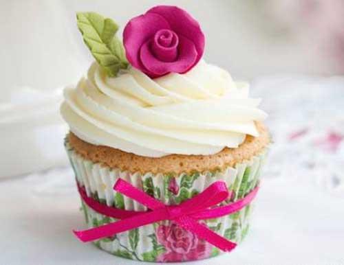 Cupcakes Decorados com wrapper estampado com rosas