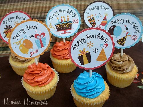 Cupcakes Decorados com topper personalizado