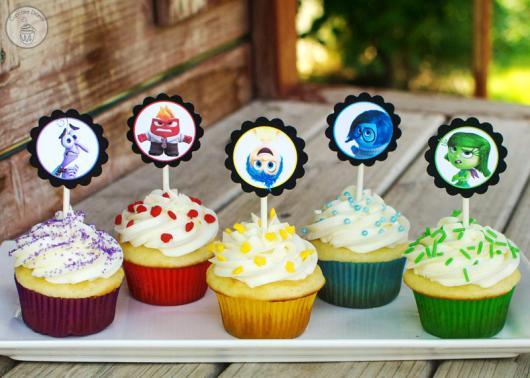 Cupcakes Decorados com topper Divertida Mente