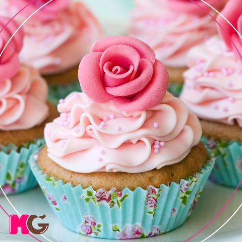 Cupcakes Decorados com forminha florida
