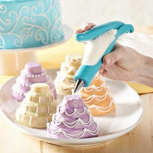 Cupcakes Decorados com caneta decoradora no formato de mini bolo