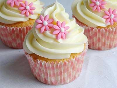 Cupcakes Decorados com mini flores rosas