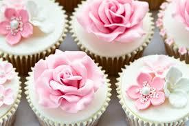 Cupcakes Decorados com rosas de pasta americana
