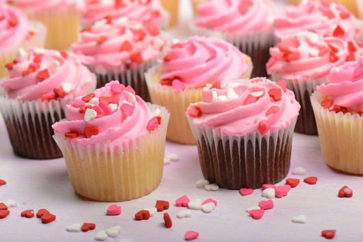 Cupcakes Decorados com chantilly rosa