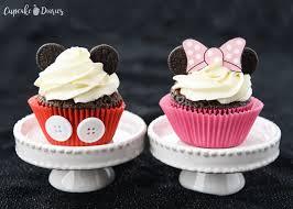 Cupcakes Decorados do Mickey com aplique de botões no wrapper