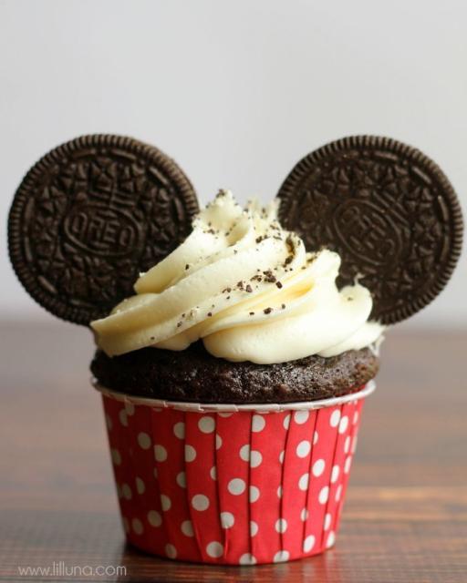 Cupcakes Decorados do Mickey com biscoito