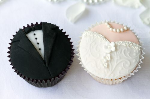 Cupcakes Decorados para noivado preto e branco