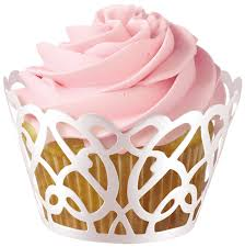 Cupcakes Decorados com wrapper branco de arabesco