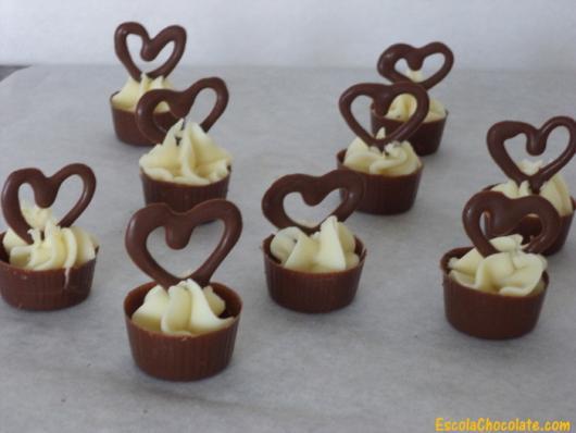 Doces para Casamento gourmet cestinha de chocolate com mousse de limão e escultura de chocolate