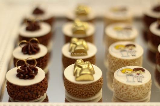Doces para Casamento gourmet brigadeiro com aplique decorativo