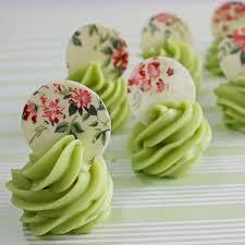 Doces para Casamento gourmet de pistache com escultura de chocolate estampada com flores
