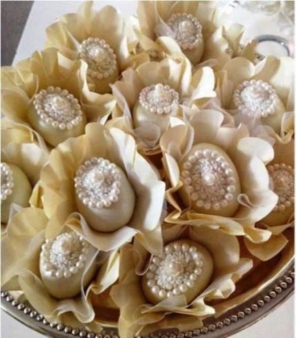 Doces para Casamento gourmet camafeu com detalhe de pérolas comestíveis