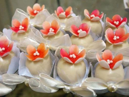 Doces para Casamento gourmet trufa decorada com flor