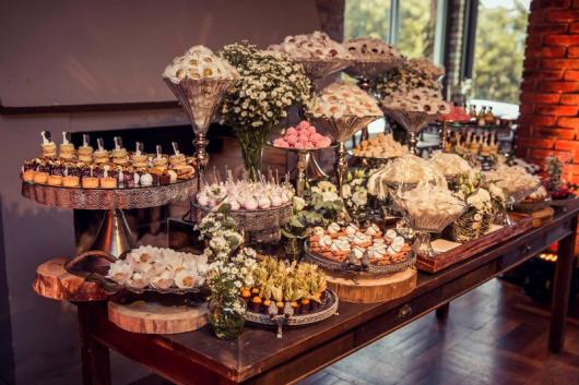 Doces para Casamento rústico docinhos montados em forma de arranjo de flor