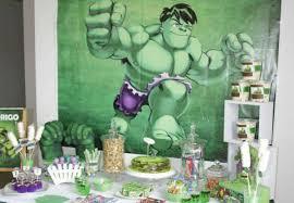 Festa do Hulk decoração baby com painel de papel