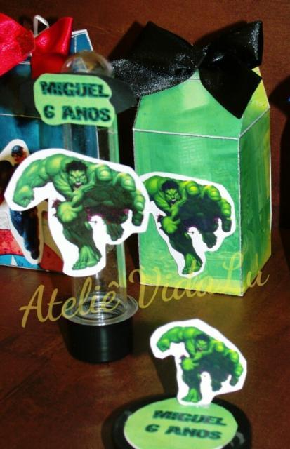Festa do Hulk modelo de lembrancinha caixa milk com doces
