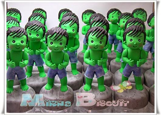 Festa do Hulk modelo de lembrancinha pote de papinha personalizado com aplique de biscuit