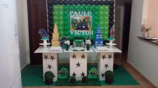 Festa do Hulk decoração provençal com painel impresso com o nome do aniversariante