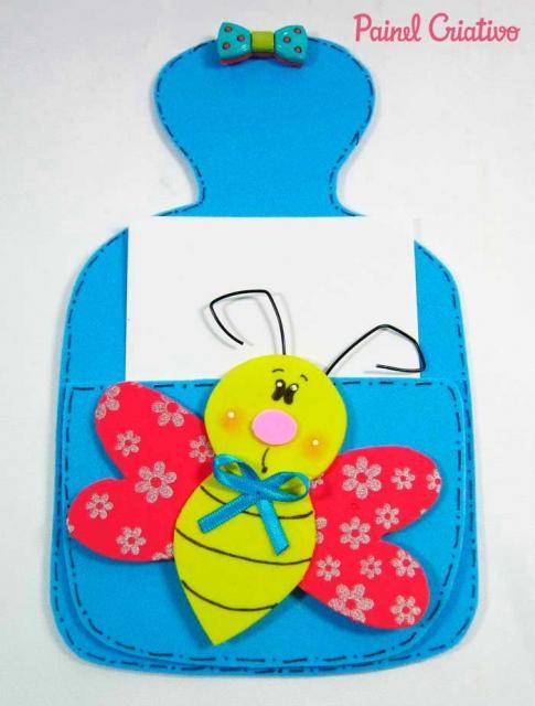 Lembrancinha Dia das Mães em EVA porta bilhete com aplique de abelhinha