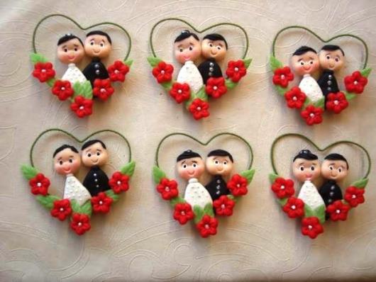 lembrancinhas de casamento de biscuit para colocar na geladeira