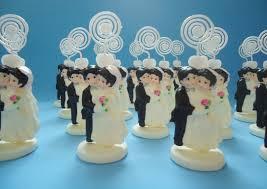 casal porta recado em lembrancinhas de casamento de biscuit