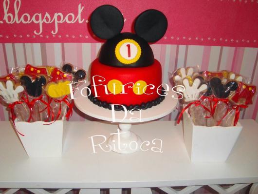 Mesversário decoração Mickey cm bolo e vasinhos com doces