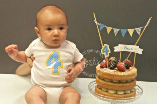 Mesversário decoração Príncipe com bolo Naked cake