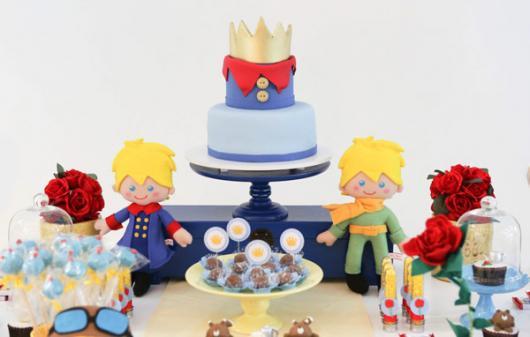 Mesversário decoração Príncipe com bonecos de feltro