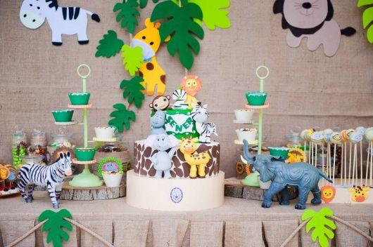 Mesversário decoração Safari com apliques de EVA