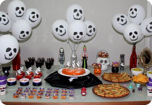 Mesversário decoração Halloween com balões personalizados na forma de fantasma