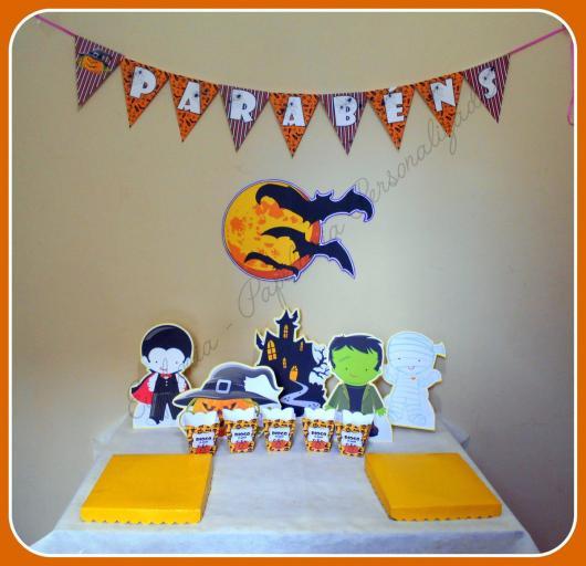 Mesversário decoração Halloween com apliques de papel